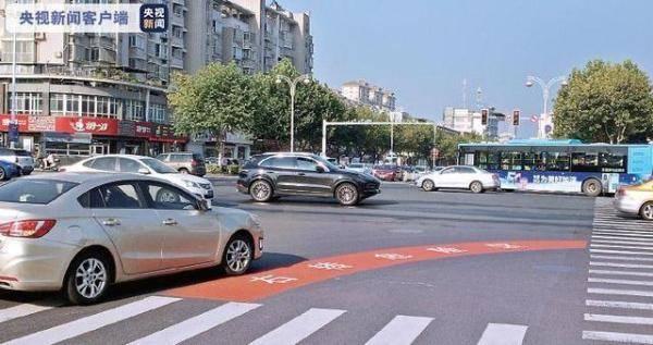 """""""右转危险区""""!泰州城区路口新设置 避免""""内轮差""""事故"""